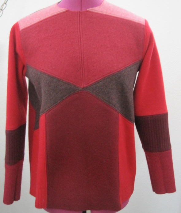 I call it the MOD. As it is directly inspired by my collection of vintage sweaters. You can read about those sweaters here. Here is a version of THE MOD in red. The fronts of this style are all the same.