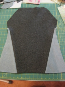 Here is the front of the skirt with the two pieced triangles. I like it so much that I decide to do this to the sides of the skirt as well.
