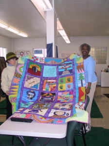 The volunteers in the Obama office loved the quilt.